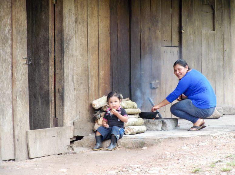 Nicaraguan mother and daughter. Outside Jinotega, toward Pantasma.